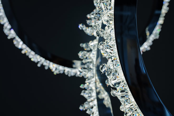 Vertical Halo, Manooi Crystal Chandeliers